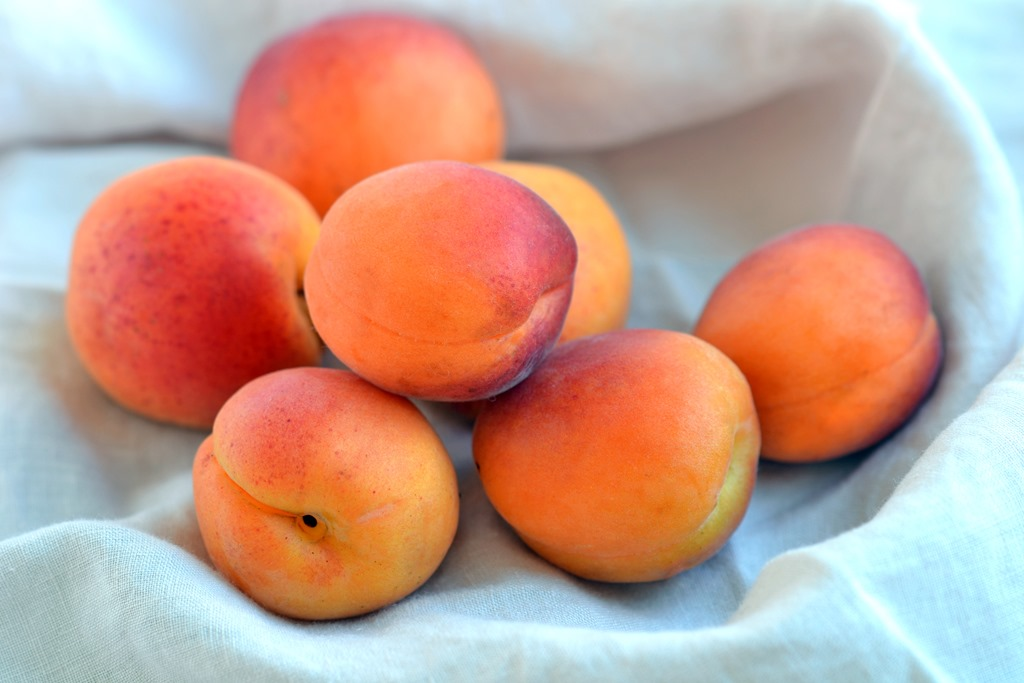 Apricot (3 KG) in Basket