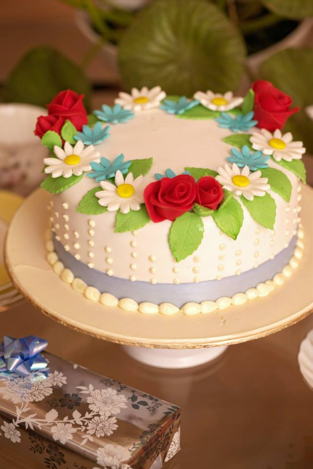 Ring of Flowers Cake (4 lbs)